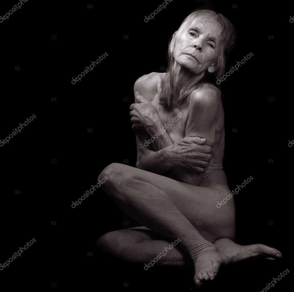 Старая бабушка голая